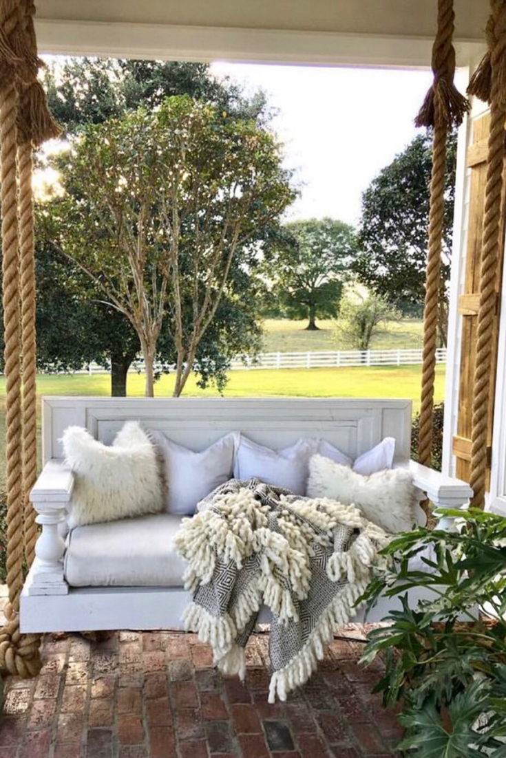 43 Amazing Front Porch Ideas for Fall - Christmascocktails #falldecorideasfortheporch