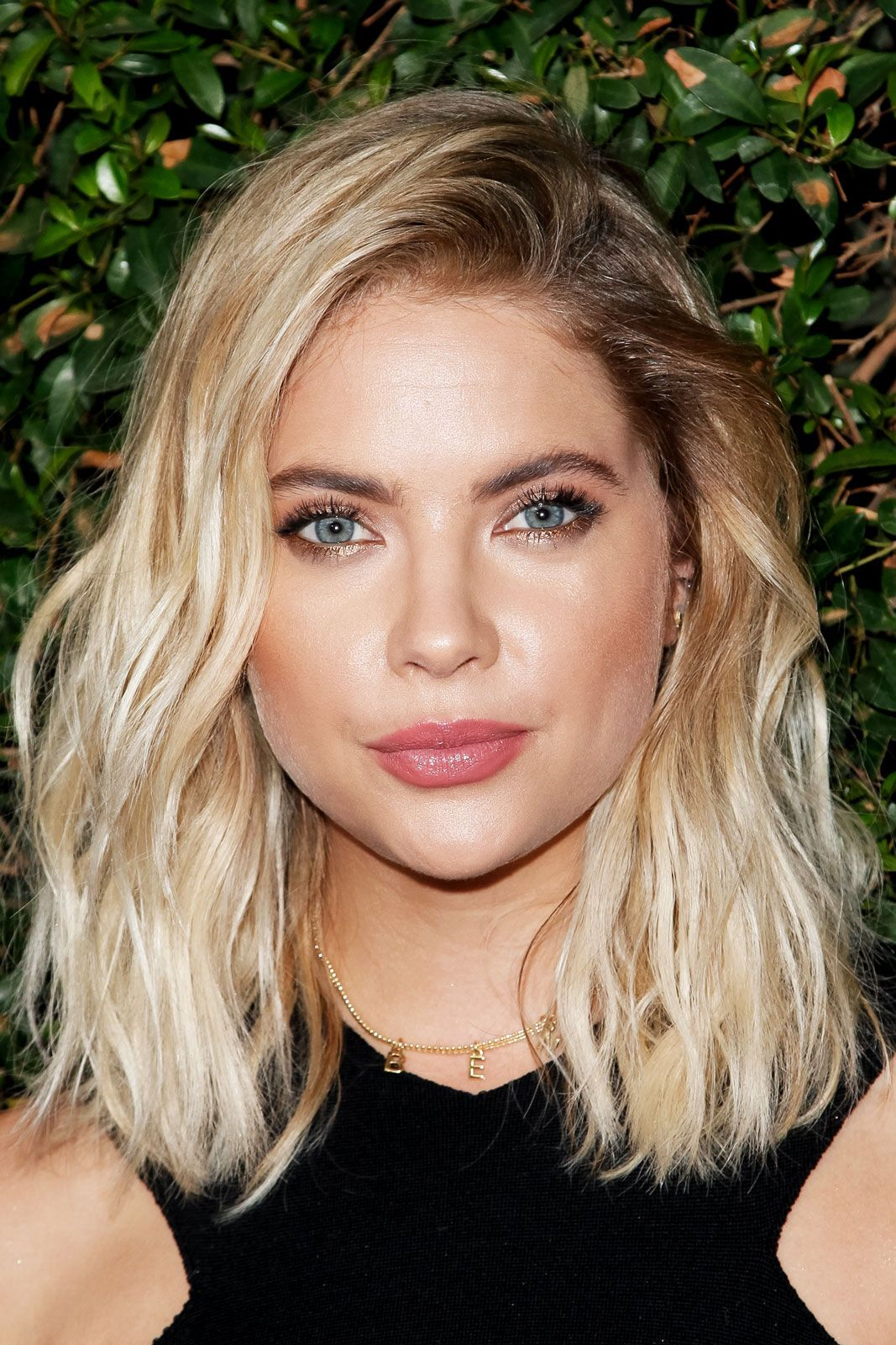 Beauty Look We Love Blonde Hair Dark Brows Rlyness