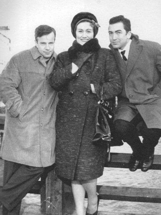 Director Franco Zeffirelli with soprano Joan Sutherland and conductor husband Richard Bonynge.