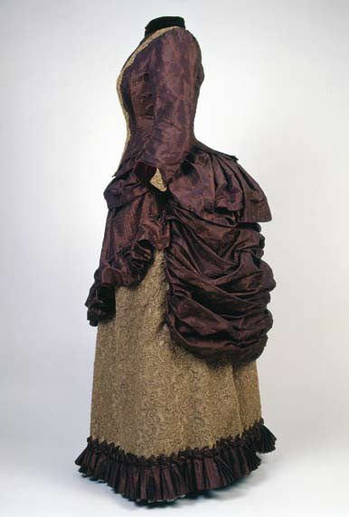 Day dress, Vienna, ca. 1885. Brown silk taffeta, woven pattern in same color, light beige lace. Museum of Arts and Crafts in (I believe) Croatia.