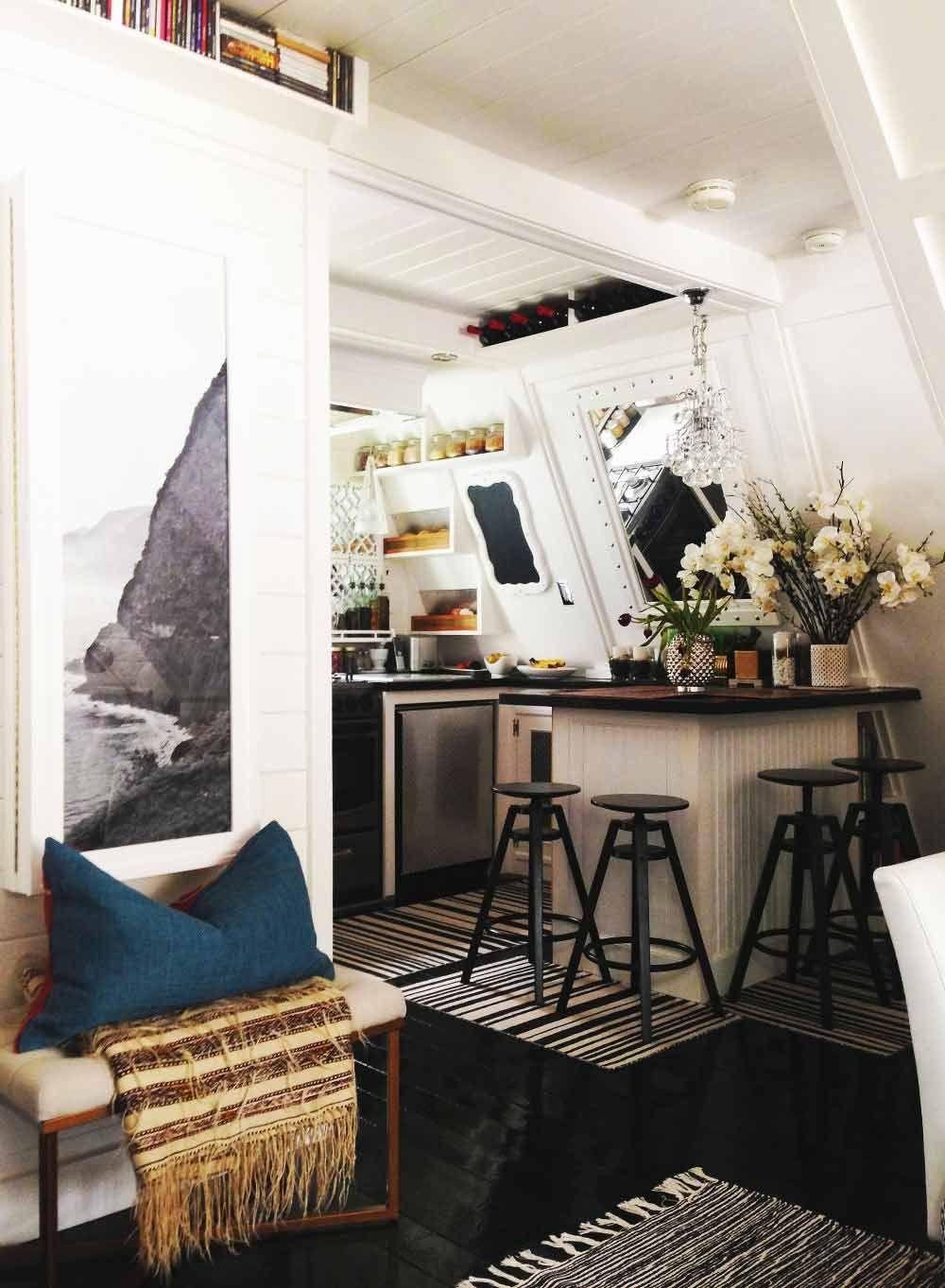 banco + manta con flecos + almohadon rectangular + cuadro arriba o ...