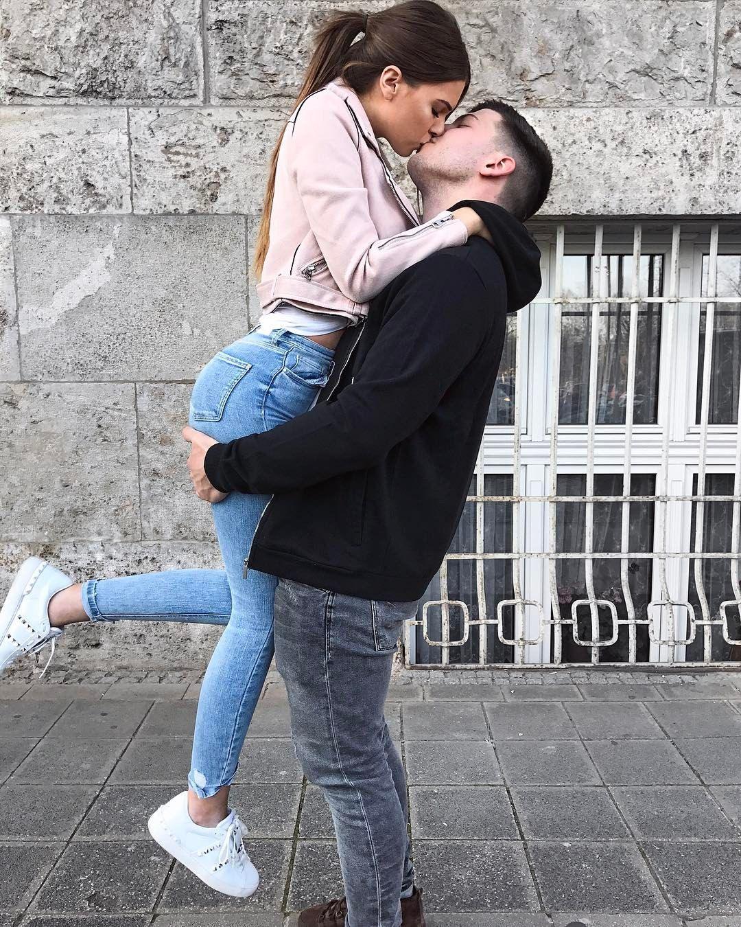 Милые картинки целующихся подростков