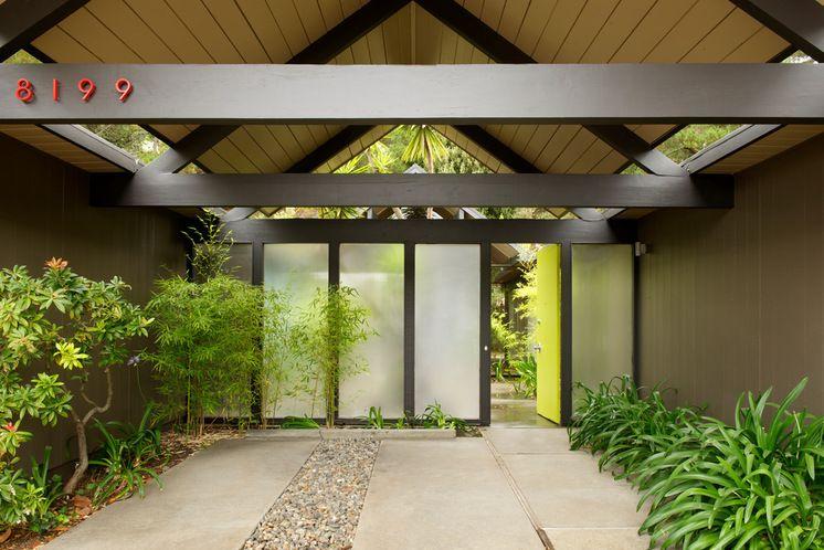 Modern Entry door Beckner Contracting Residential
