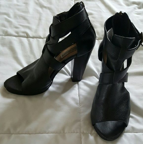 Comfortable Cutout Booties for every occasion Comfortable pleather booties cute with jeans, leggings, or a dress. Can be dressed up or down. Slight wear on the point of shoe Steve Madden Shoes Ankle Boots & Booties