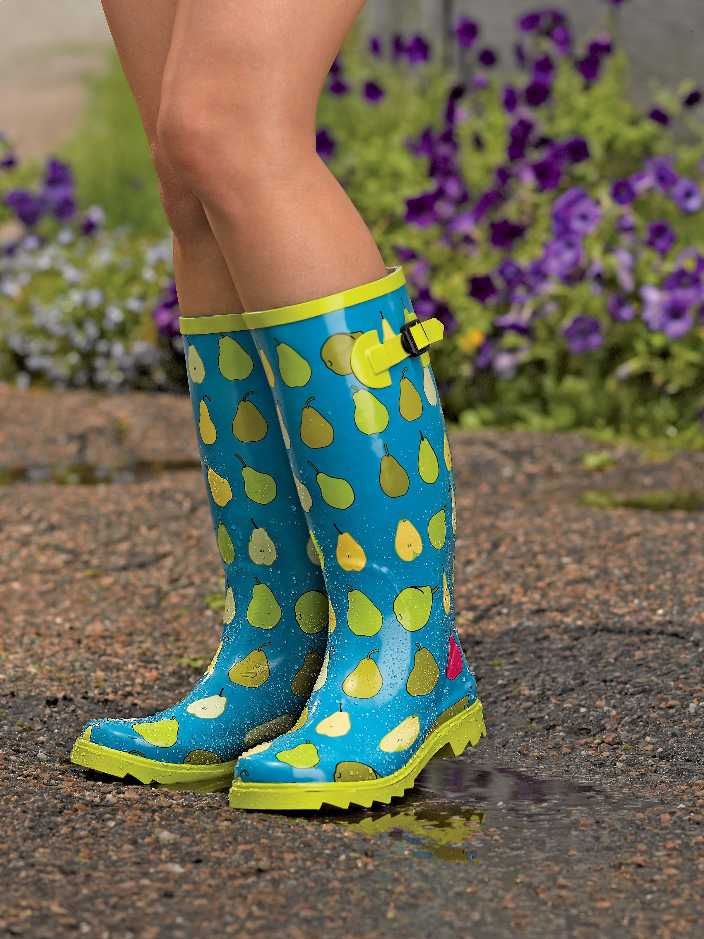 Gardener's Wellies | Buy from Gardener's Supply @Inga Gauldin - love these! MOM IM PINNING THESE BECAUSE MY WHALE RAINBOOTS HAVE HOLES AND THEY DONT WORK IM A SIZE 9