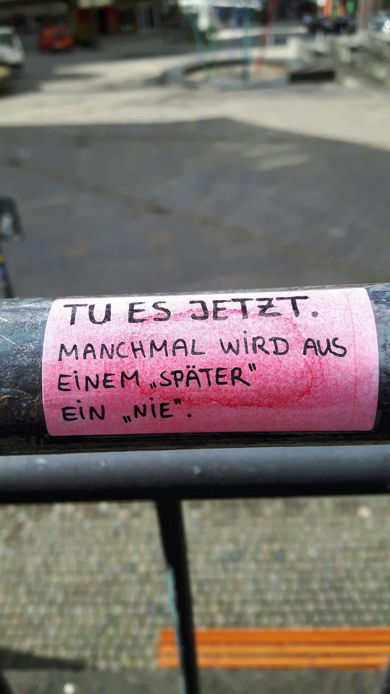 """Mach es jetzt. Manchmal wird aus später nie"""". Courage Street Art Poesie"""
