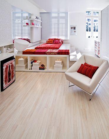 Fotos de apartamento pequeno com piso laminado claro for Pisos para apartamentos pequenos