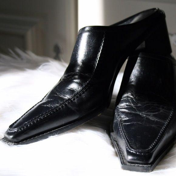 Stuart Weitzman Pointed Flats Gently Worn Black Leather