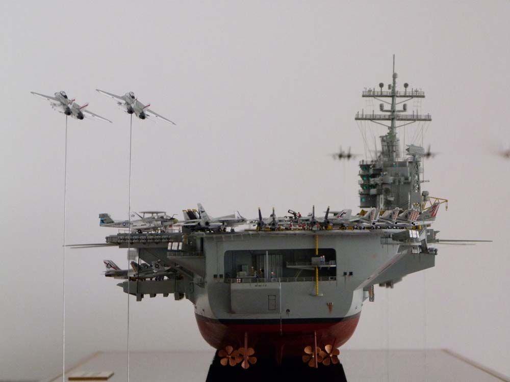 1/350 USS Nimitz CVN-68 ( Trumpeter)