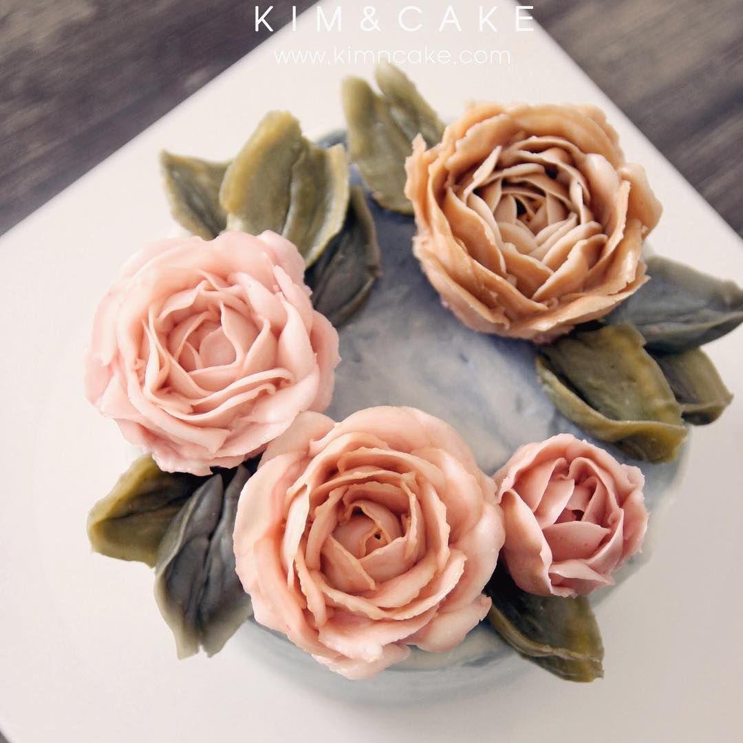 a wild rose like oil painting🎨 A different but unique style rose of KIM&CAKE. #buttercream#cake#baking#수제케이크#weddingcake#버터크림케이크#꽃#flowers#buttercake#플라워케이크#wedding#버터크림플라워케이크#specialcake#birthdaycake#flower#장미#rose#디저트#케이크#cupcake#dessert#food#beautiful#부케#bouquet#instacake#꽃스타그램#flowercake#peony@yoon2222222