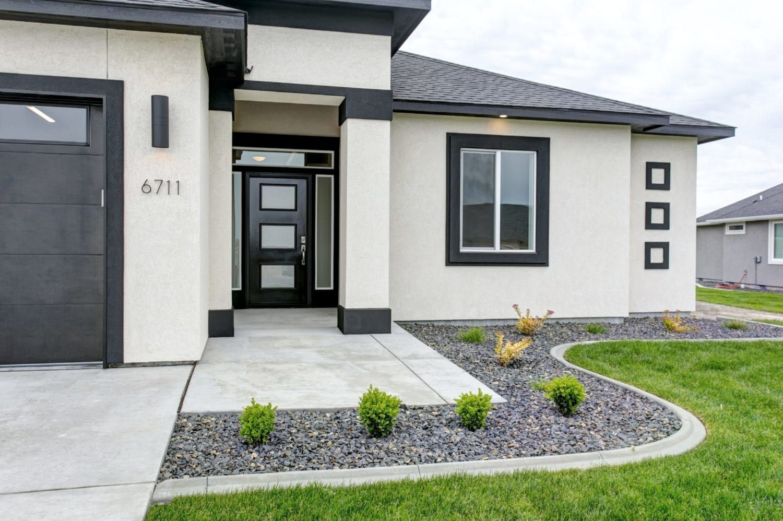 Soprano Bonus Prodigy Homes Inc White Exterior Houses House Paint Exterior Stucco House Colors