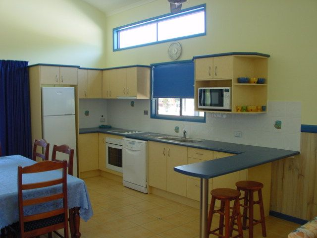 Cairns Coconut Holiday Resort Condo Accommodation Kitchen/Dining