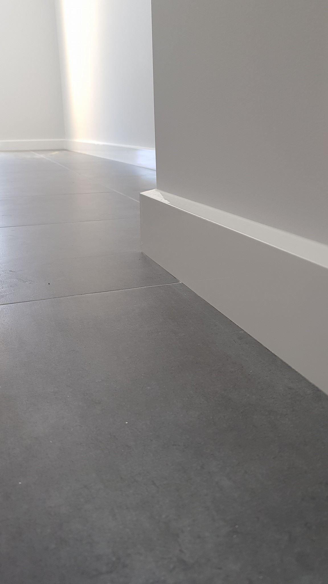 92mm Bevelled Skirting Boards Spray Painted In Oil Based Paint Modern Skirting Boards Minimalistic Skirting Boards House Skirting Minimalist Interior Design