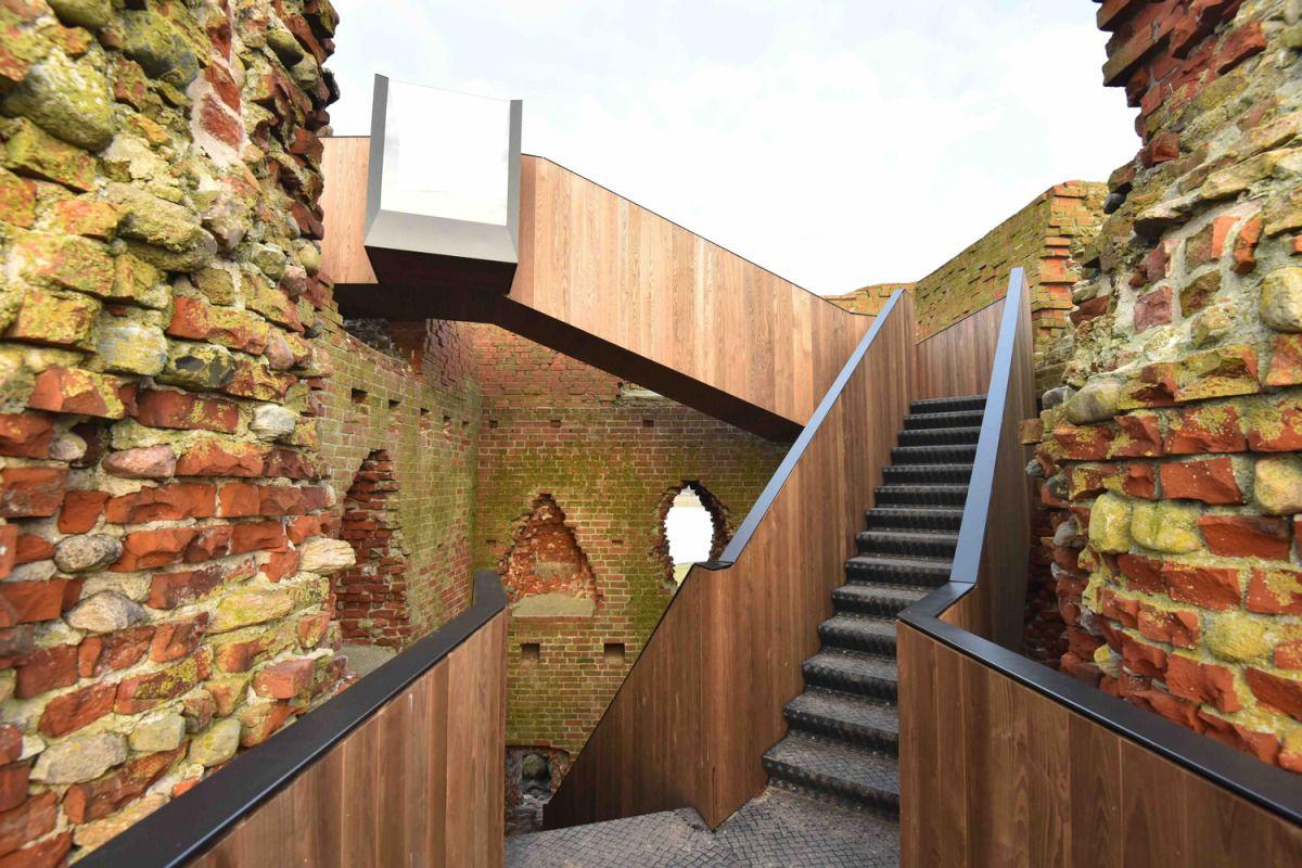 MAP architects intervengono su unbastione medievale a Ronde, in Danimarca, per farne un punto d'osservazionerivolto al panorama che la costa riesce a disegnare. Il rudere rappresenta una d…