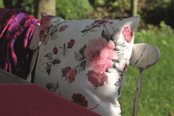 Sierkussens voor binnen en buiten met bloemen