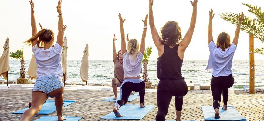 Yoga Hen Party - Find out our top tips for how to plan a yoga hen party. It is the perfect hen party activity for health conscious brides!