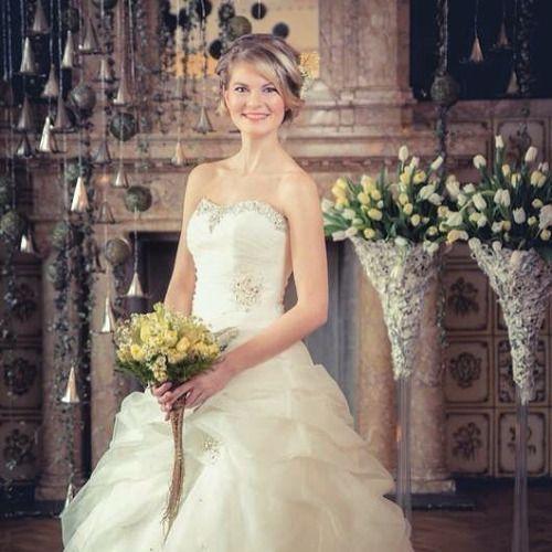 Vi i Atelier Flora gleder oss til årets bryllupssesong. Bildet... #wedding #weddings
