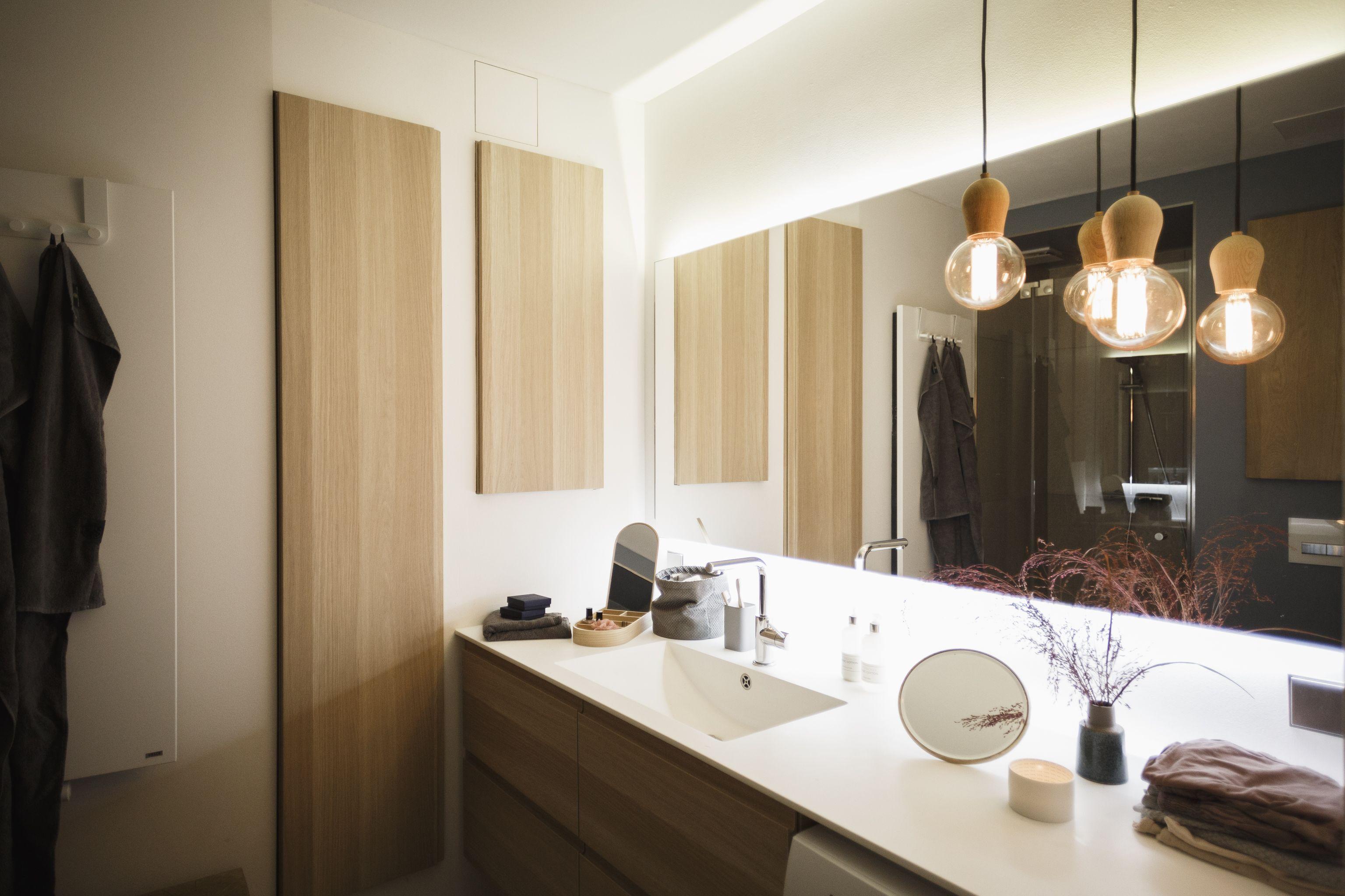 Modernes Badezimmer mit Design-Leuchten BRIGHT SPROUT | Interieur ...