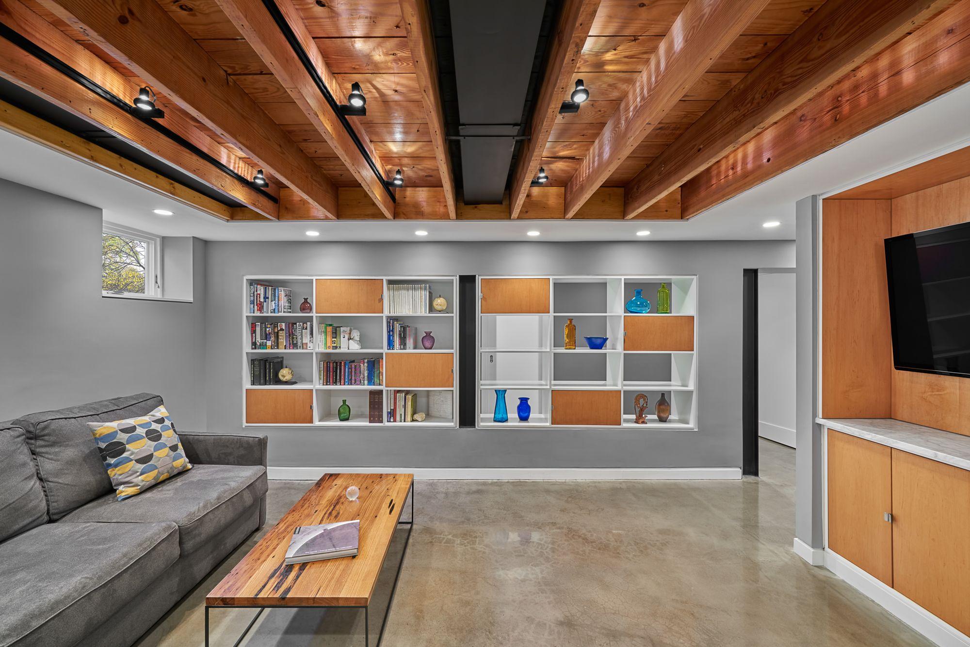 plafond couleur bois plancher epoxy chaleureux sous sol des myriques pinterest poxy. Black Bedroom Furniture Sets. Home Design Ideas