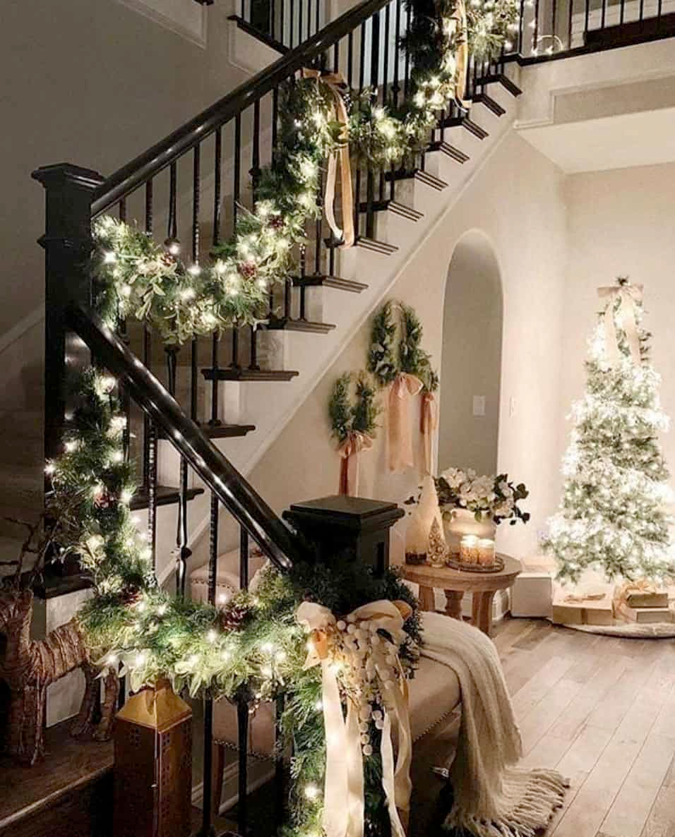 Photo of 28 Gorgeous Ways to Decorate Your Home With Christmas Garland