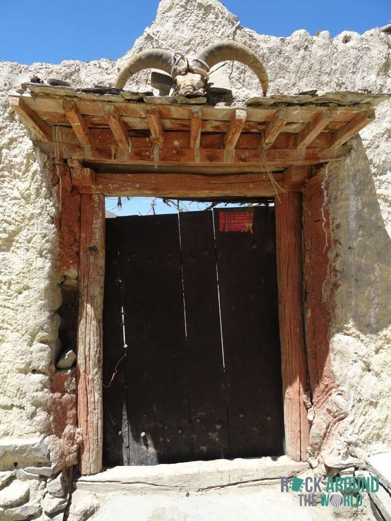 Hauseingangstür in Tibet