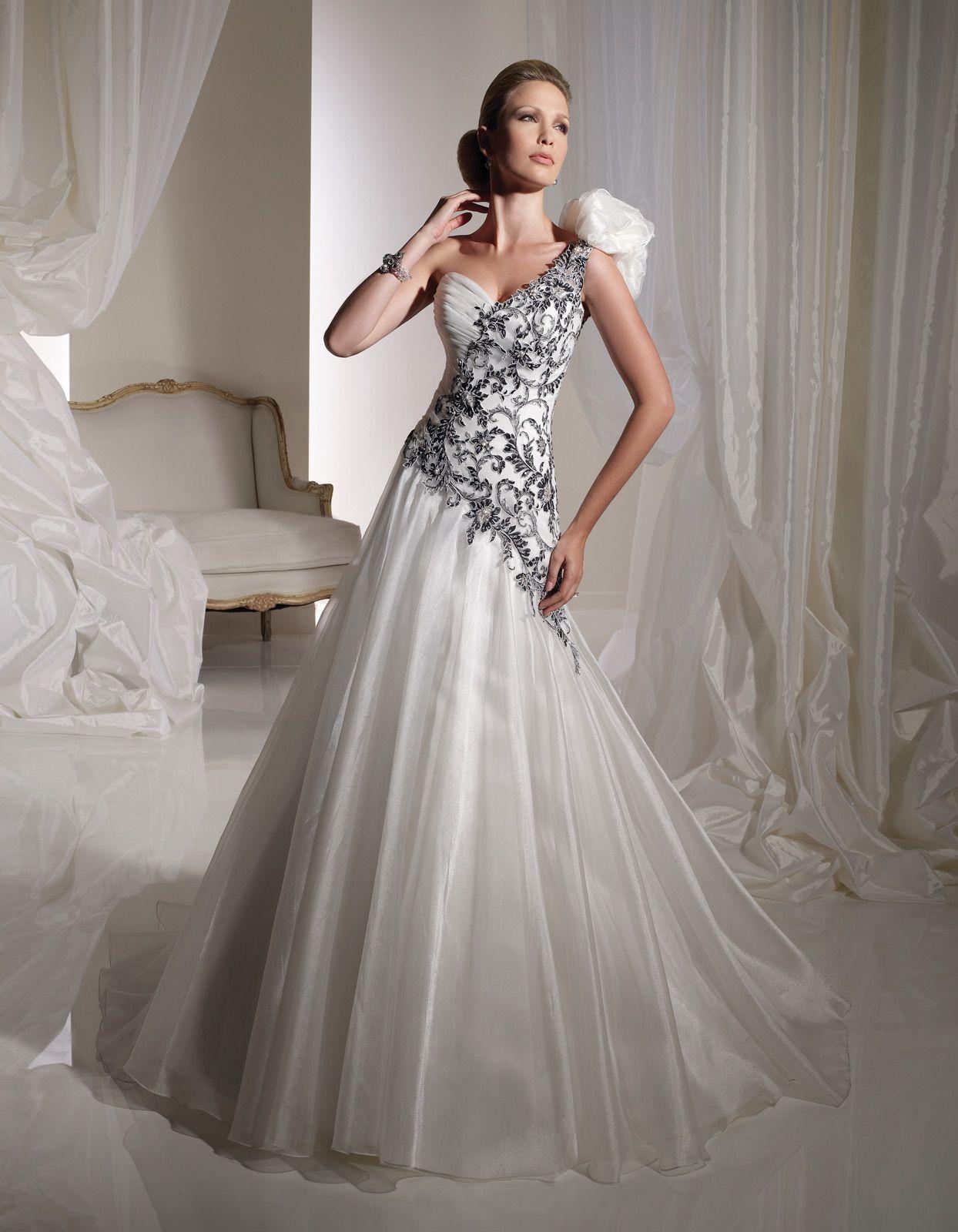 Pin uživatele Eva Cupalová na nástěnce Svatební šaty - bílá černá ... 8df0ceb723