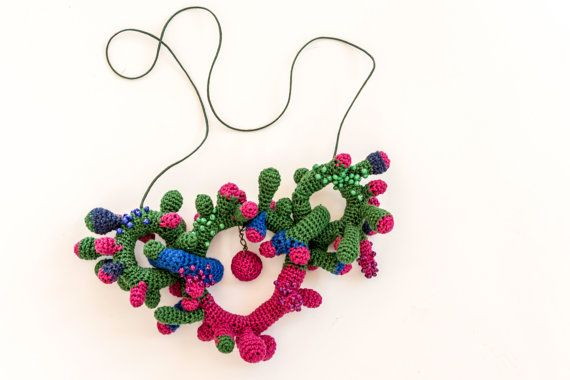 Colorful Crochet Necklace inspired by corals - Colorful crochet necklace inspired by corals. The interior is filled with fabric and the exterior is embroidered with beads Made of: Cotton thread, fabric, waxed thread, beads.