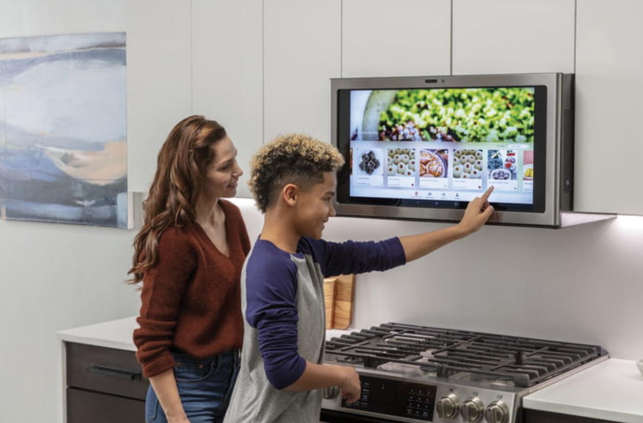 At Ces 2019 Ge Appliances Brings Its Smart Kichen Hub To Market