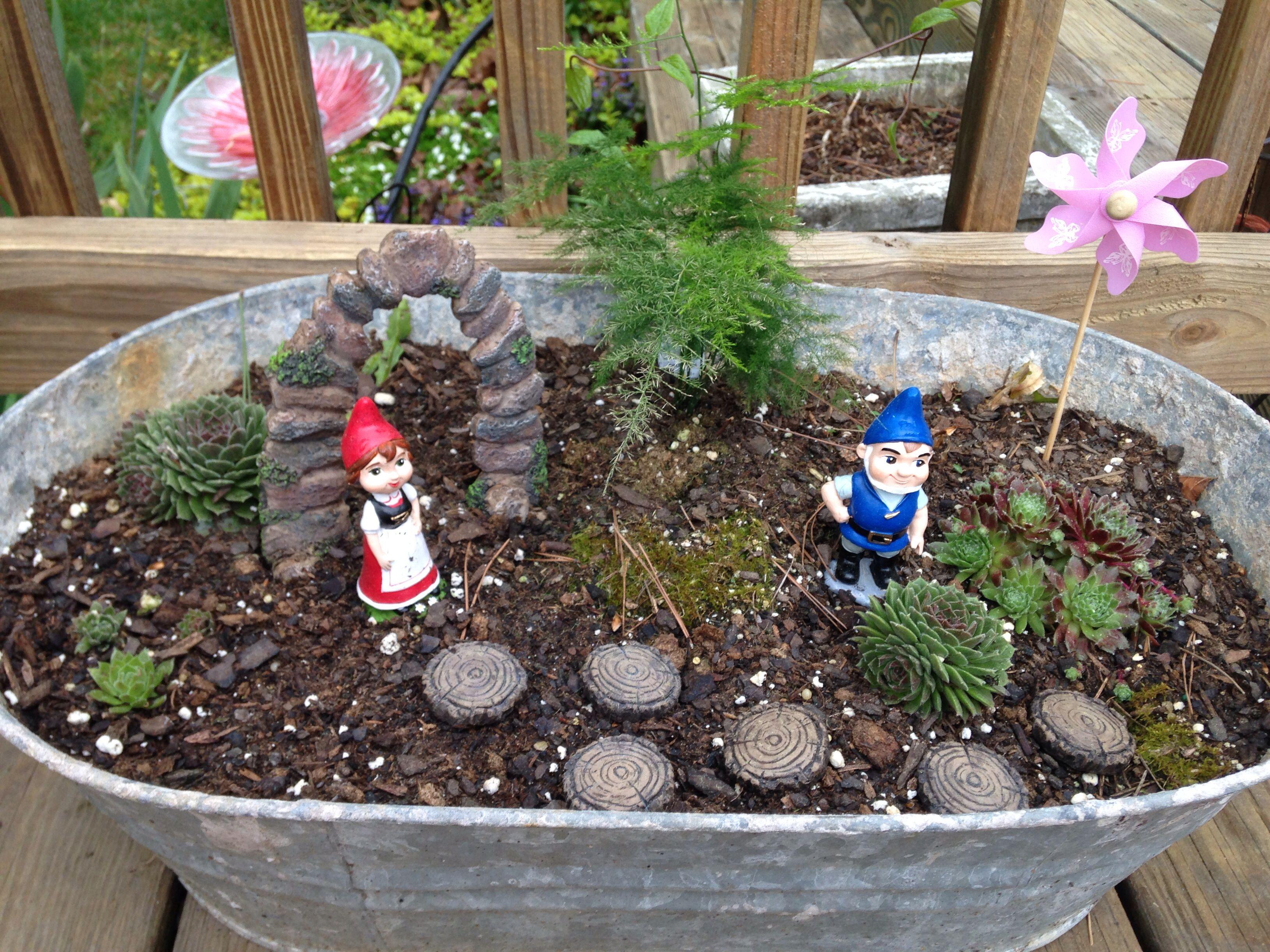 Romeo And Juliet Mini Gnome Garden
