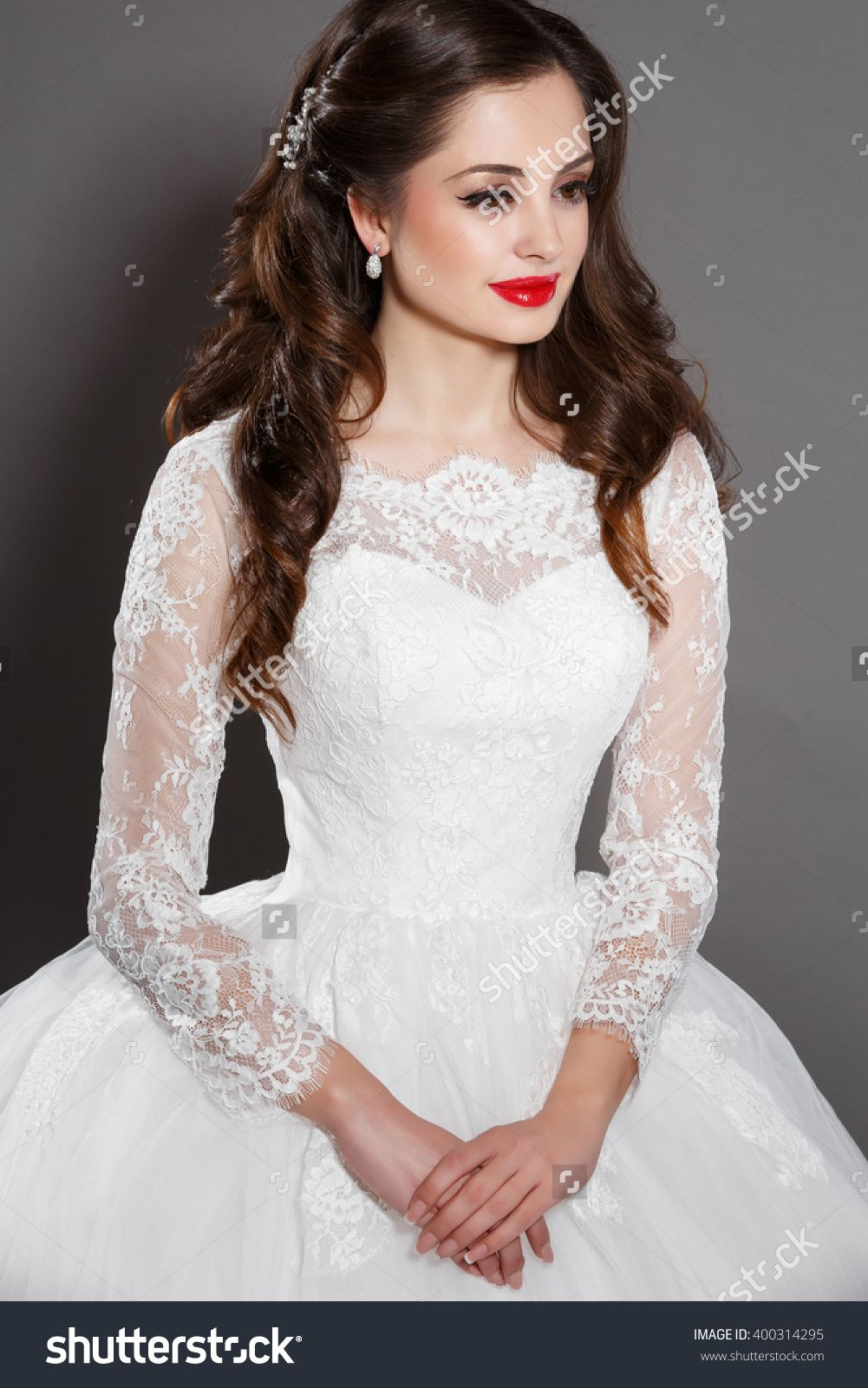 Beautiful Bride wedding makeup and hairstyle, vogue girl with long ...