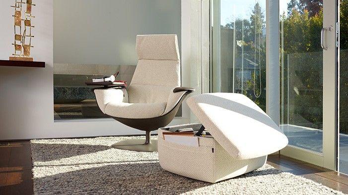 Massaud Lounge s podnožkou je dizajnové kreslo navrhnuté pre pohodlie a spojenie s technológiou. Je alternatívou s cieľom pracovať, premýšľať alebo si odpočinúť. Vyvažovanie produktivity s domácim pohodlím.