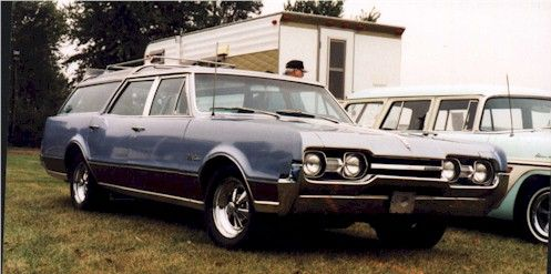 1967 Oldsmobile Vista Cruiser This Isn T Your Grandpa S Wagon Well It Likely Is Now I Guess This Could Be Call Vista Cruiser Oldsmobile Station Wagon