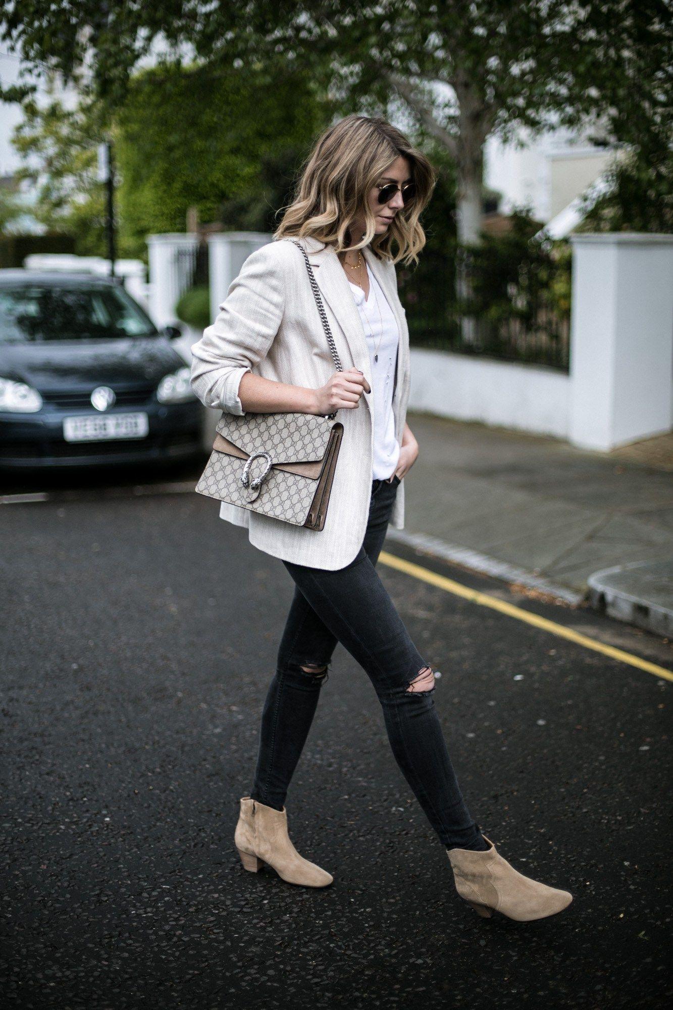 cf1ed31d3eff Emma Hill of EJSTYLE wears beige linen blazer