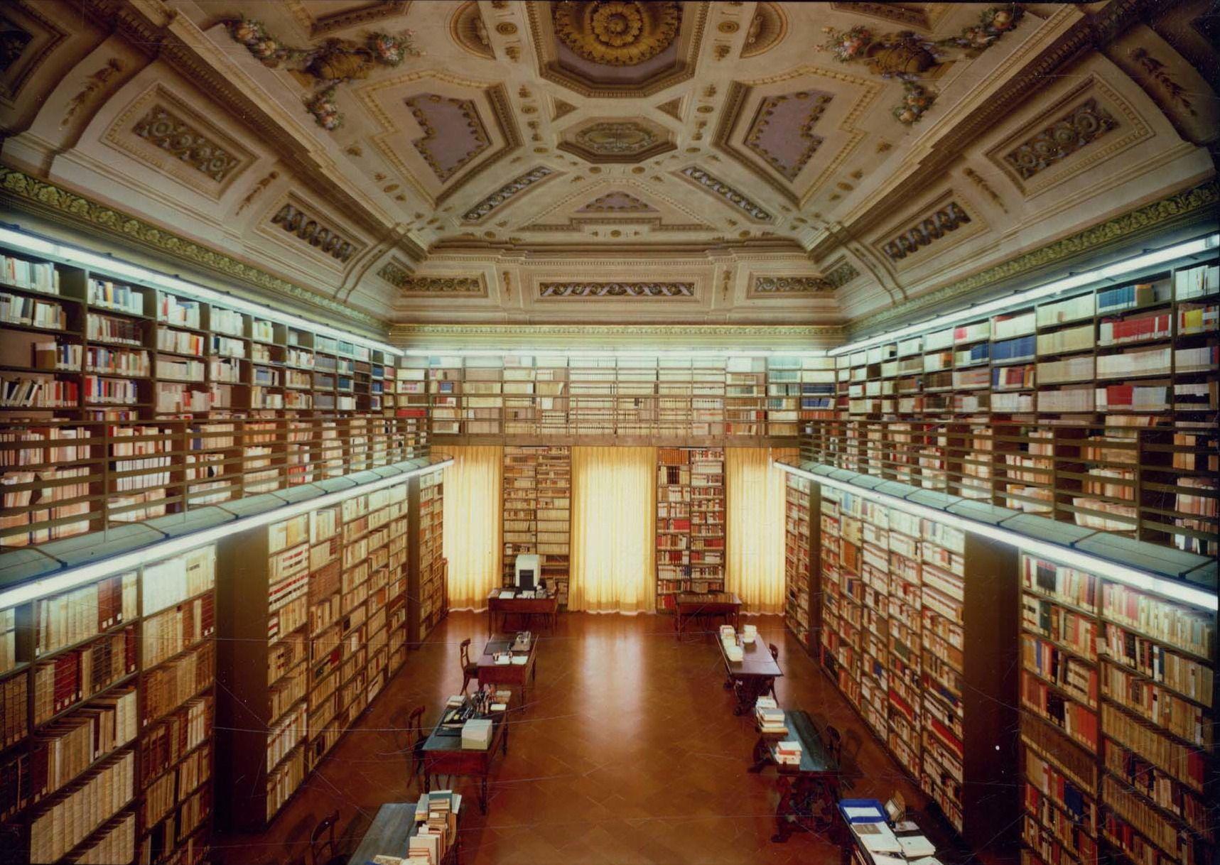 Firenze - Villa di Castello - La Biblioteca dell'Accademia della Crusca, un tempo salone d'onore mediceo.