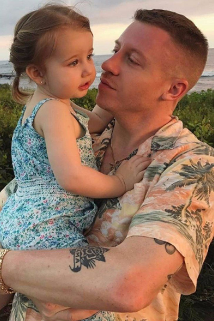 The Sweetest Photos Of Macklemore S Daughter That Will Make You Smile Like A Weirdo Macklemore Daughter Macklemore Celebrities Male