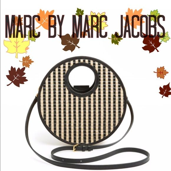 2f331b984492 Isle de Sea crossbody bag Marc by Marc Jacobs Medium convertible crossbody  made of raffia and jute in an almost houndstooth print. Leather and canvas  trim.