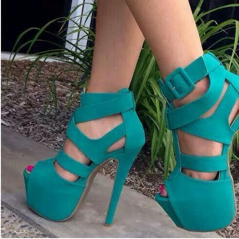 Love this turquoise heels