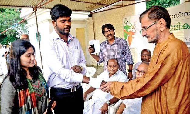 ಬಿಟ್ಟಿ ಗಂಜಿಗಾಗಿ ಬೇಕೆ ಇಂಥ ಭಂಡ ಬಾಳು? | Readoo Kannada | ರೀಡೂ ಕನ್ನಡ