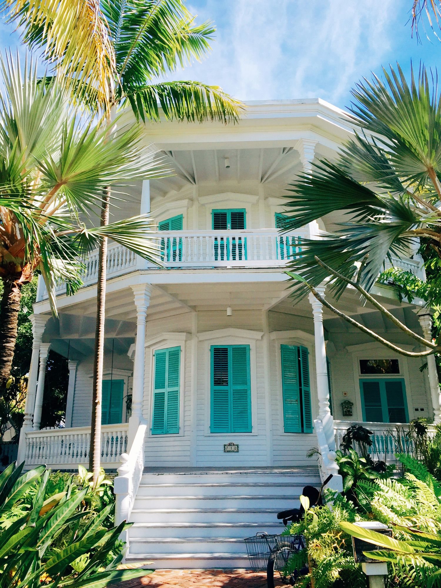 Love It Florida Style: Beach Bungalows, Luxury Real Estate, Sims