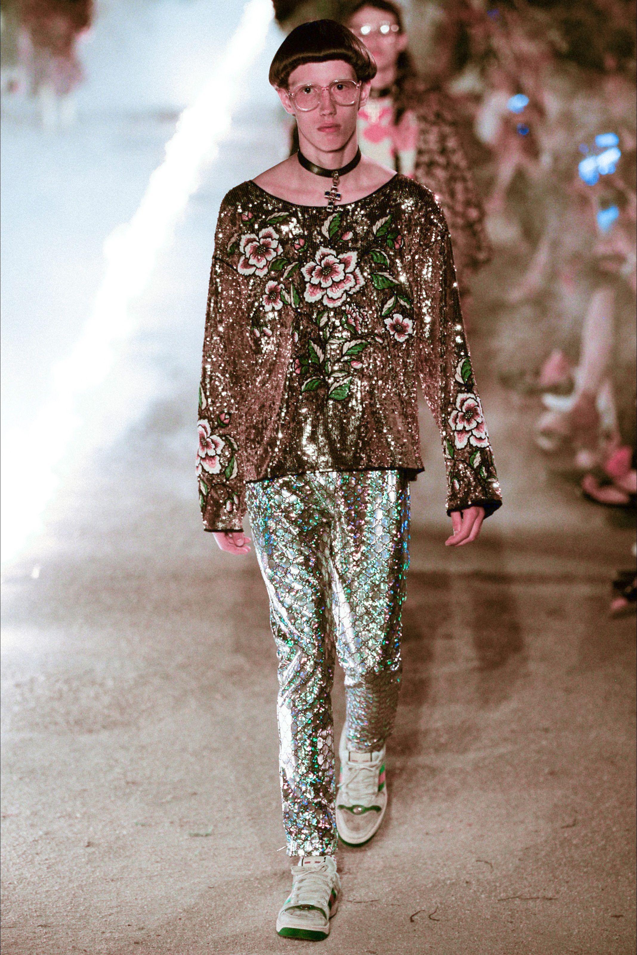 Sfilata Gucci Arles - Pre-collezioni Primavera Estate 2019 - Vogue ... 2c5e49a50c3