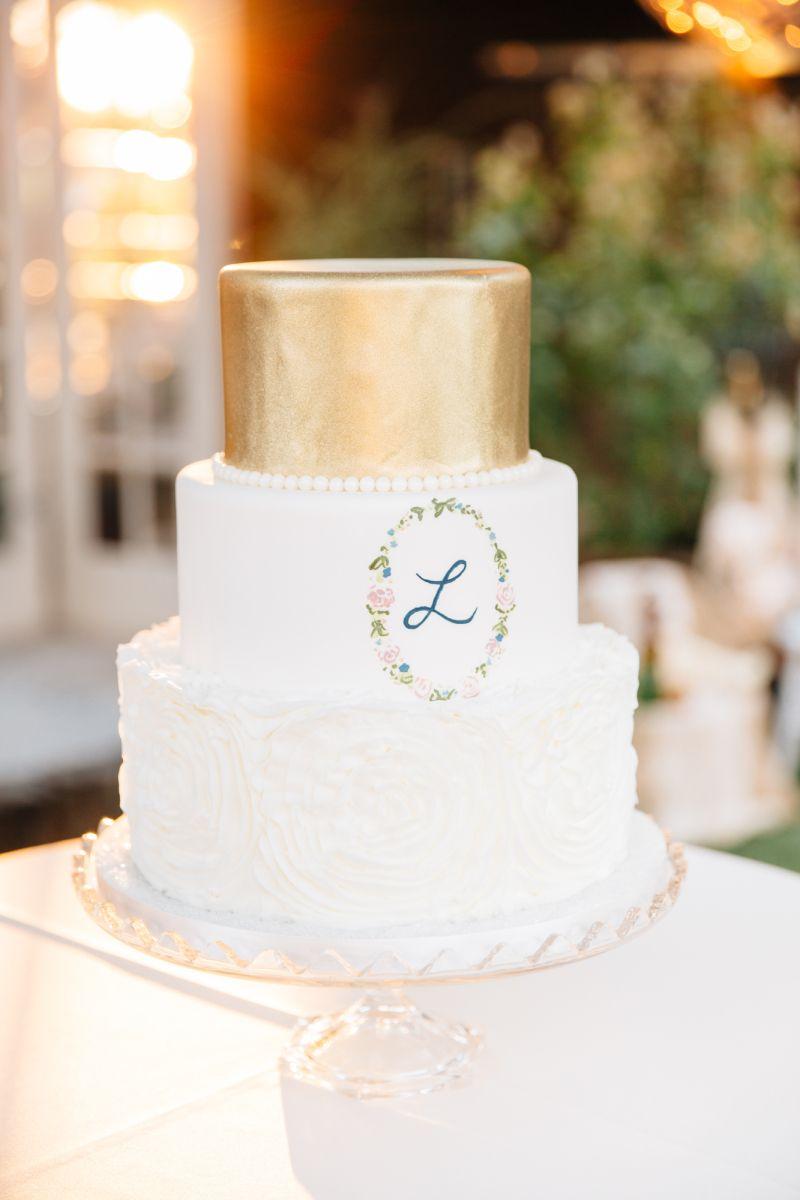 Wedding Cake    Arizona Wedding Photographer l Tasha Brady   BOHO WEDDING INSPIRATION – THE ELEGANT BARN   FINE ART WEDDINGS http://www.tashabradyphotography.com