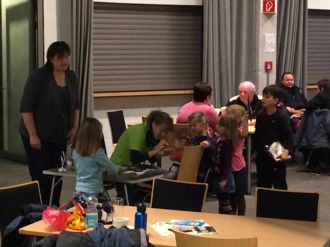 Kinderschminken im Hüpfburgenland Gempt