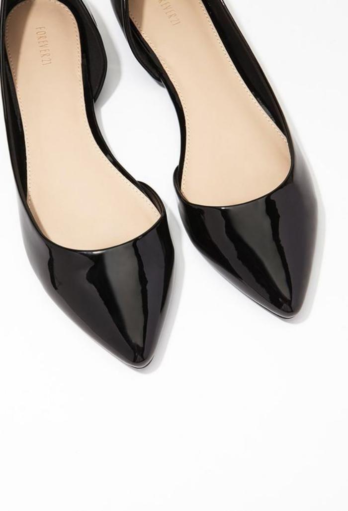 ... chaussure indémodable qui connait de nombreuses déclinaisons -  Archzine.fr. la ballerine, escarpins à bouts pointus en laque noire 2a59de8114c4