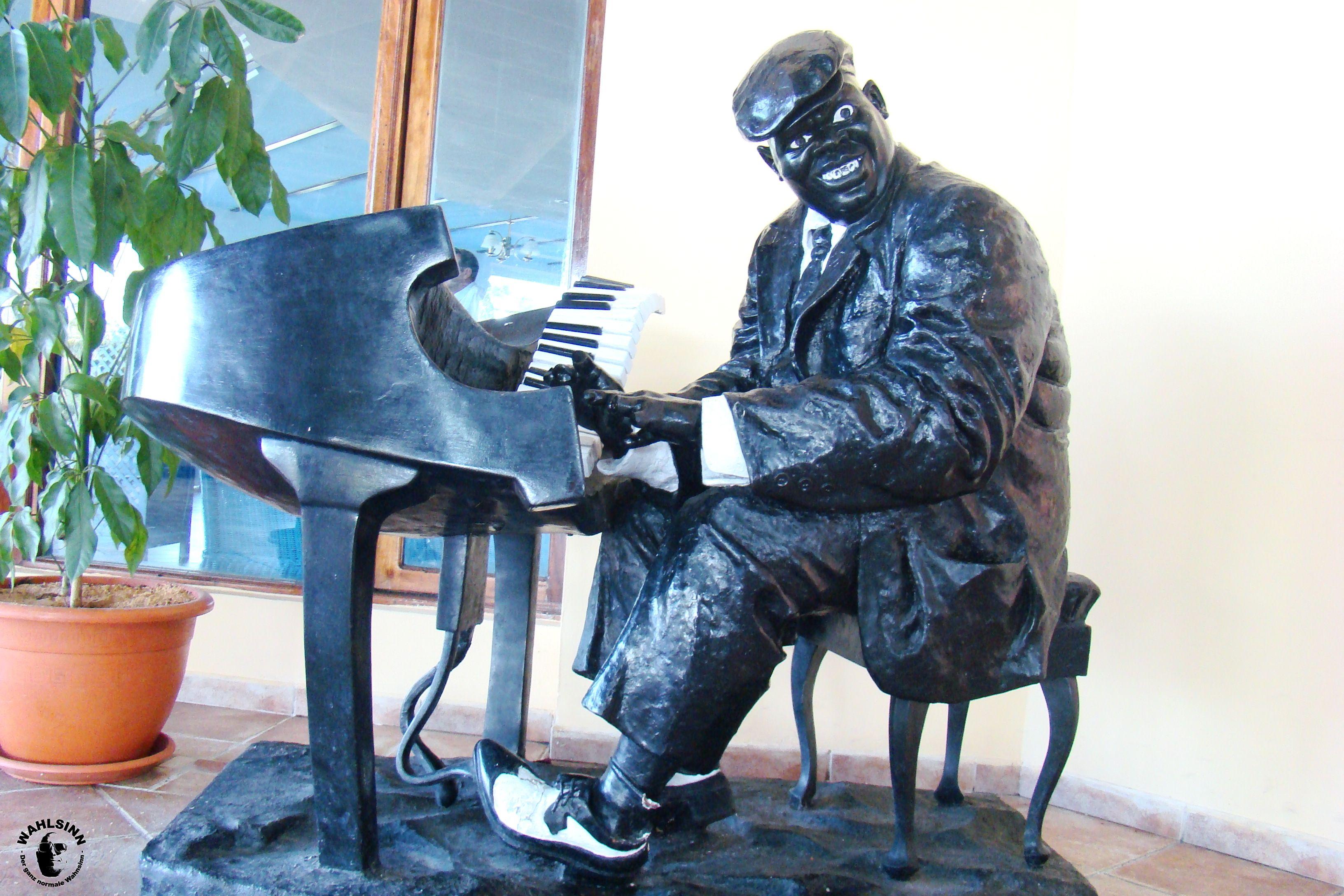 Klavierspieler in der Lobby des Hotels Tryp Cayo Coco auf Kuba