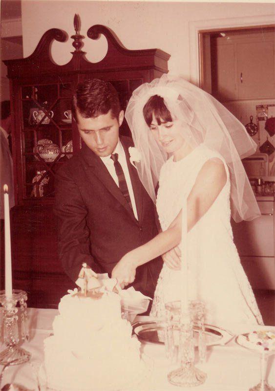 Carolyn And Larry Layton Getting Married Wedding Wedding Cakes