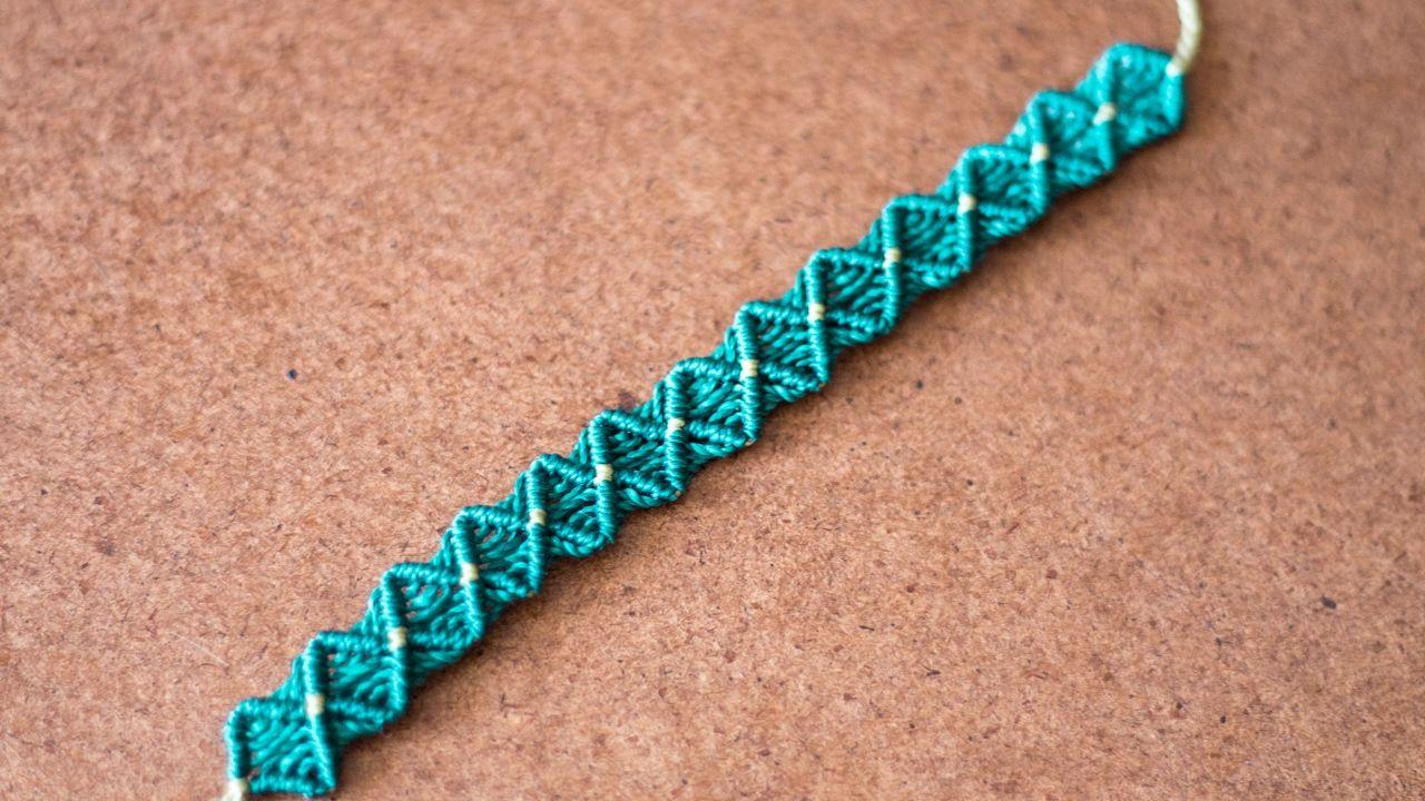 dd36e7d91117 pulseras de hilo fáciles y rápidas | tutoríal macrame | Makramy ...