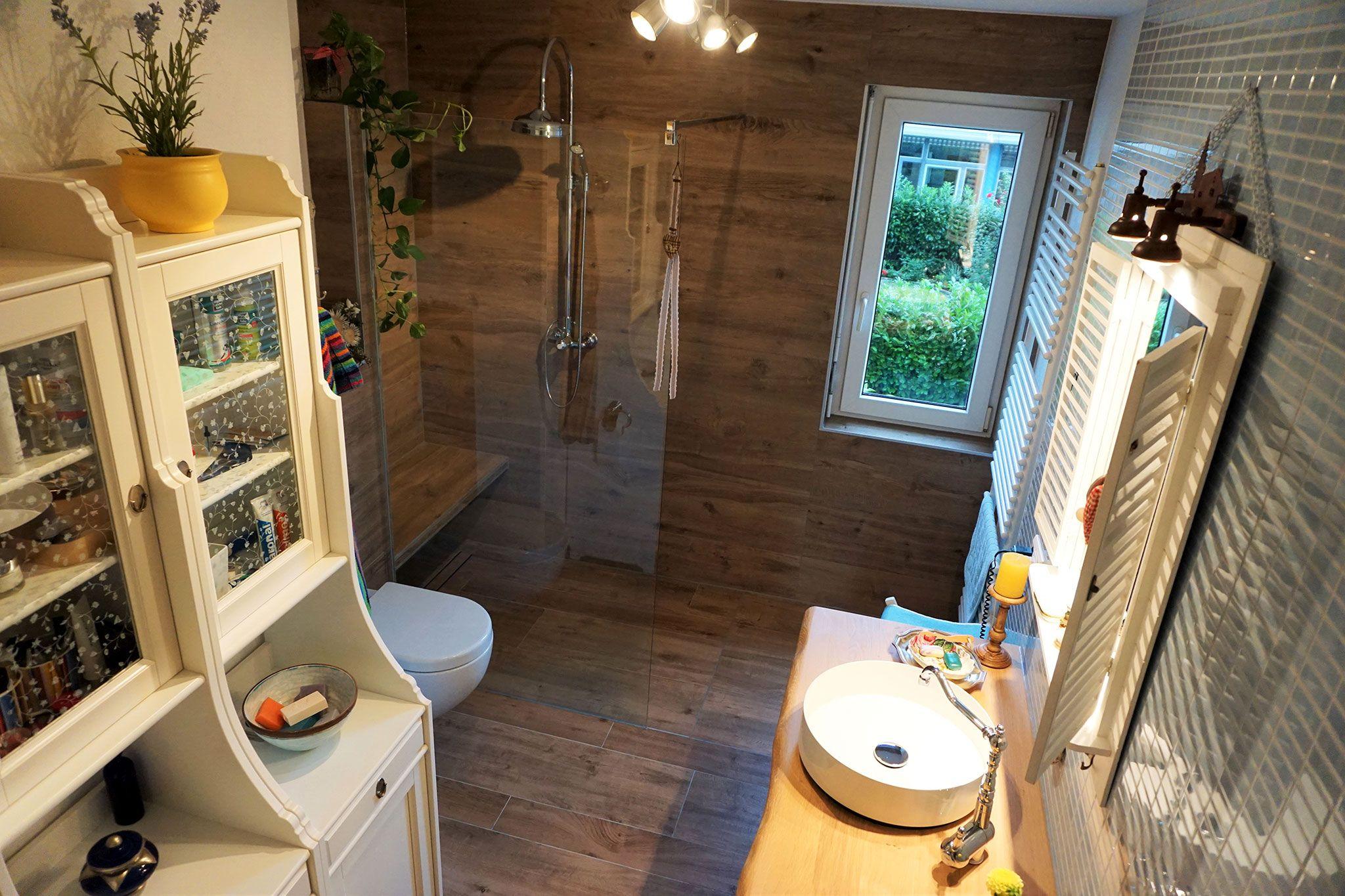 Blick Von Oben Zur Walk In Dusche, Fliesen In Holzoptik