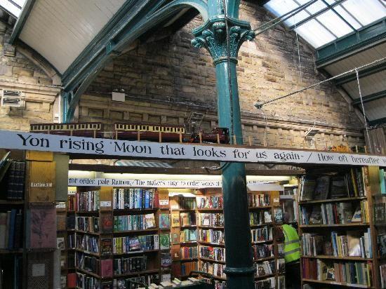 barter books alnwick- libreria ricavata in u na vecchia stazione della città di alnwick