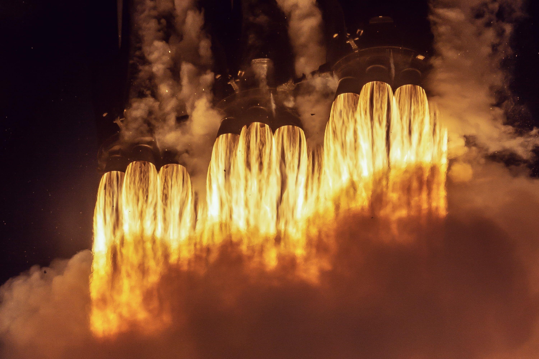 Heat Fire Rocket Spacex Booster Falcon Heavy Elon Musk 2k Wallpaper Hdwallpaper Desktop Falcon Heavy Spacex Hd Wallpaper