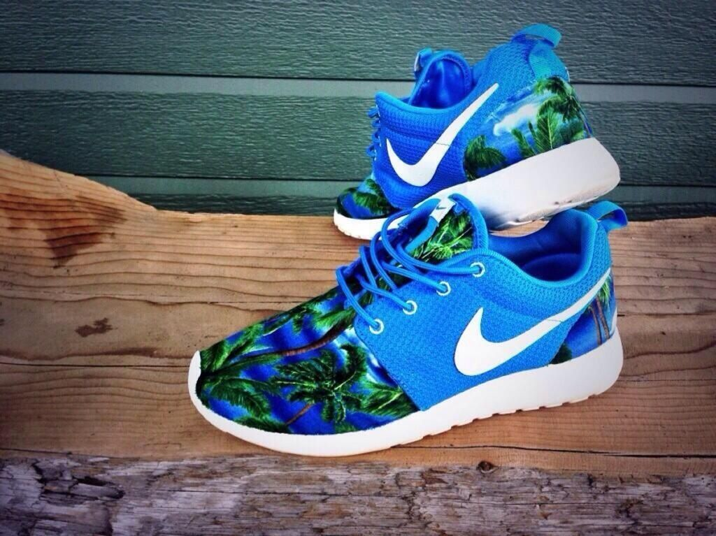 These palm tree Nike roshes tho